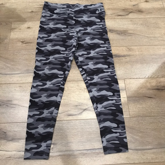 6d8c3c34e5 Victoria s Secret Pink Gray Camouflage Leggings- M.  M 5ad2dc13c9fcdf4549362c5b